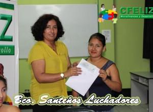 Entrega de cheques de nuestra supervisora Yhudy Lobaton a la presidenta del Banco Comunal